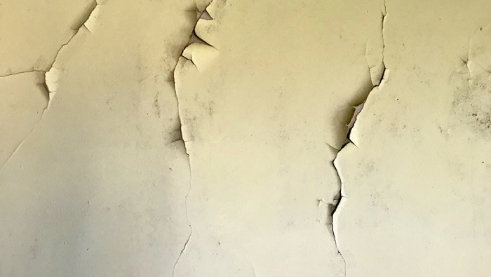 cracks in wall that shows home is in need of foundation repair.