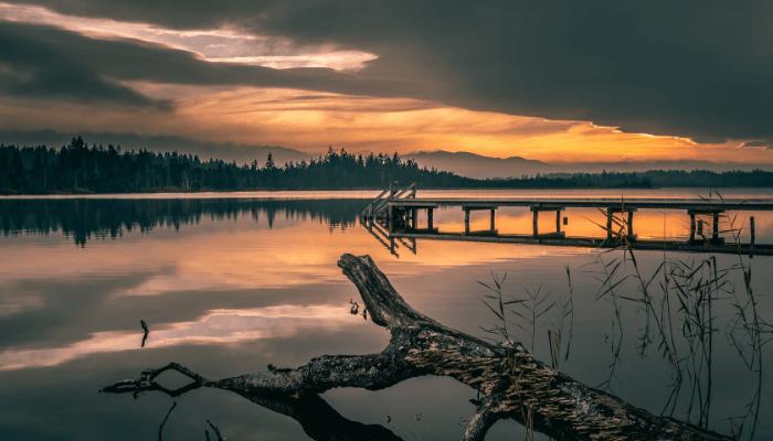 A lake that factors into average price per square foot.