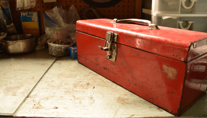A toolbox used as a moving hack.