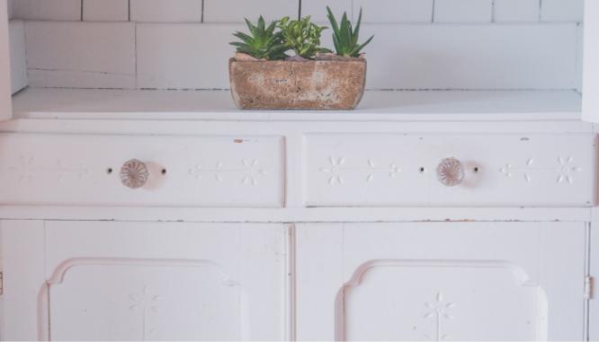 Replacing kitchen hardware, a DIY home improvement idea.