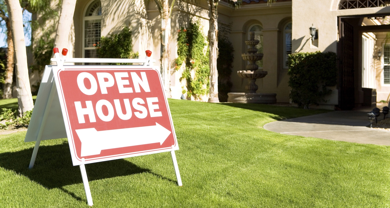 An open house sign in front of an open house for buyers