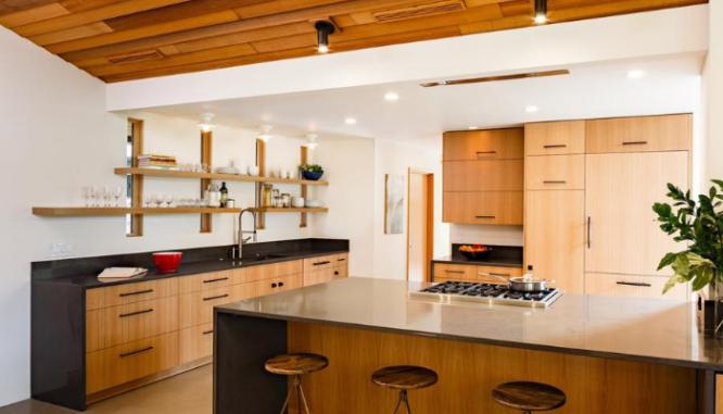A kitchen that follows 2020 home design trends.