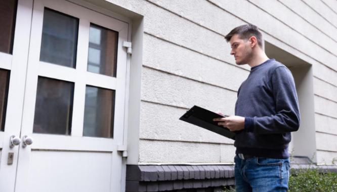 An appraiser completed a refinance appraisal.